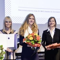 Überreichung des MFG AWARD an Katharina Weid und Marija Piwzajew